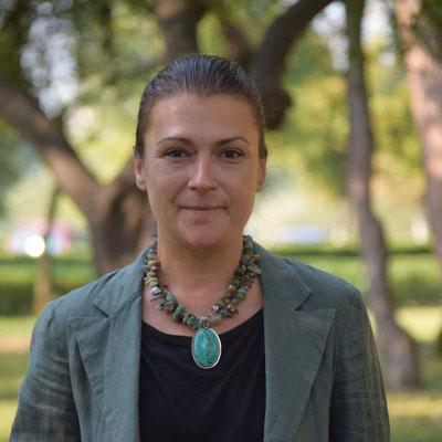 Adina Macrea 1 - assistant manager